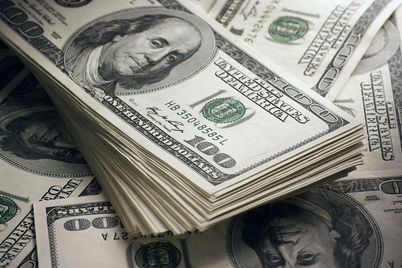 Stanoveny horní hranice pro dovoz a vývoz peněz